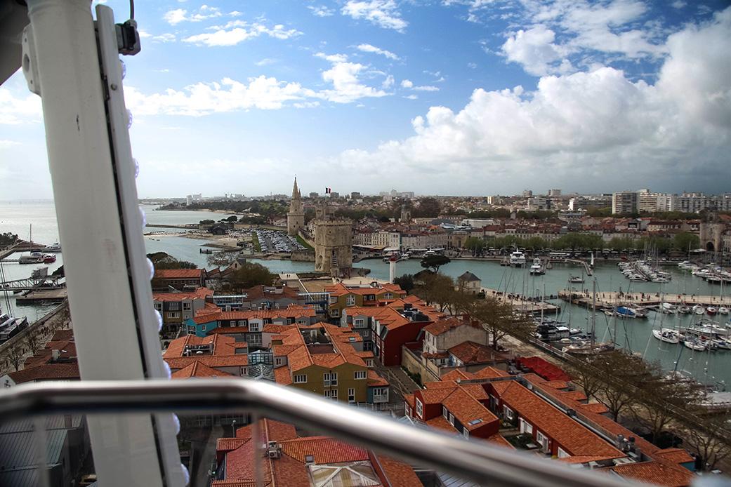Tarif d'un tour soit 3 rotations 5€ avec une vue imprenable sur La Rochelle