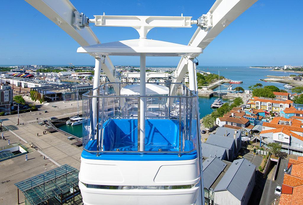 30 nacelles pour un panorama sur les 2 tours de La Rochelle en haut de La Grande Roue
